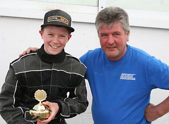 Kartslalom-Fahrer des MAC Königsbrunn mit seinem Trainer