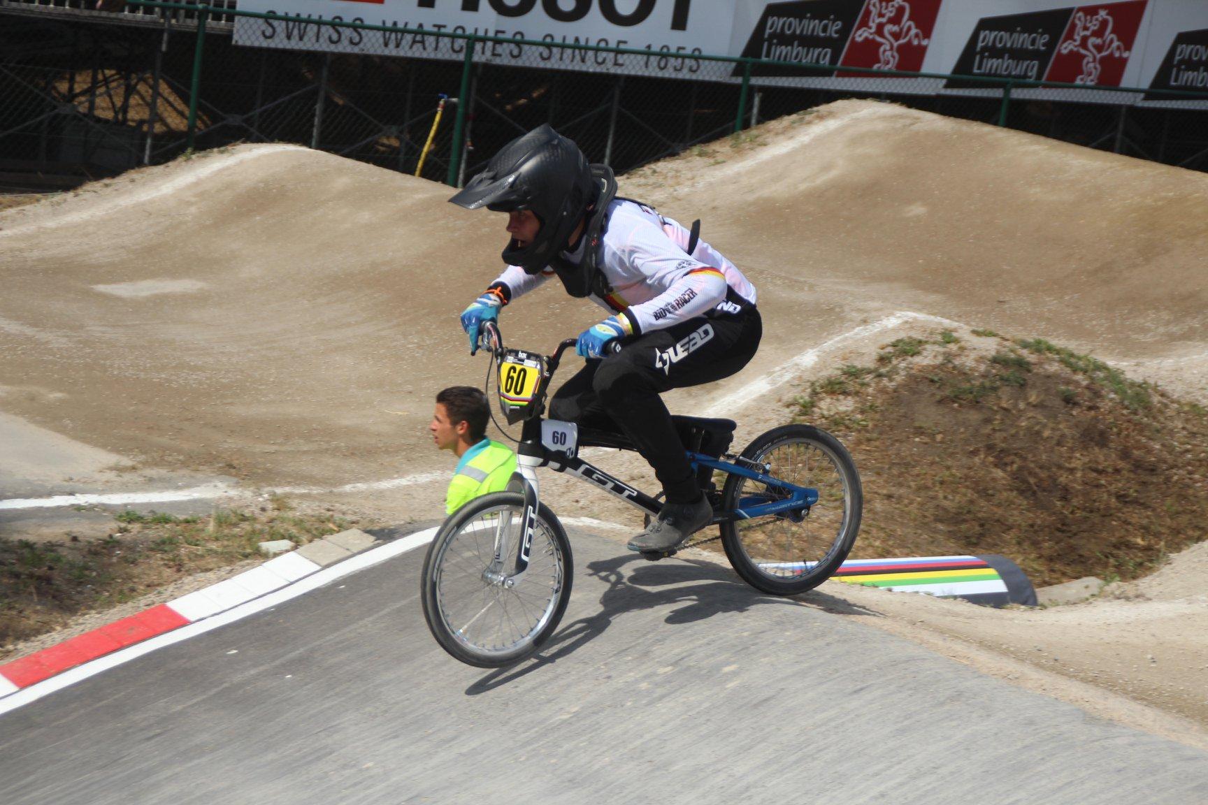 BMX Sportler bringen Höchstleistung bei Temperaturen jenseits der 40°C